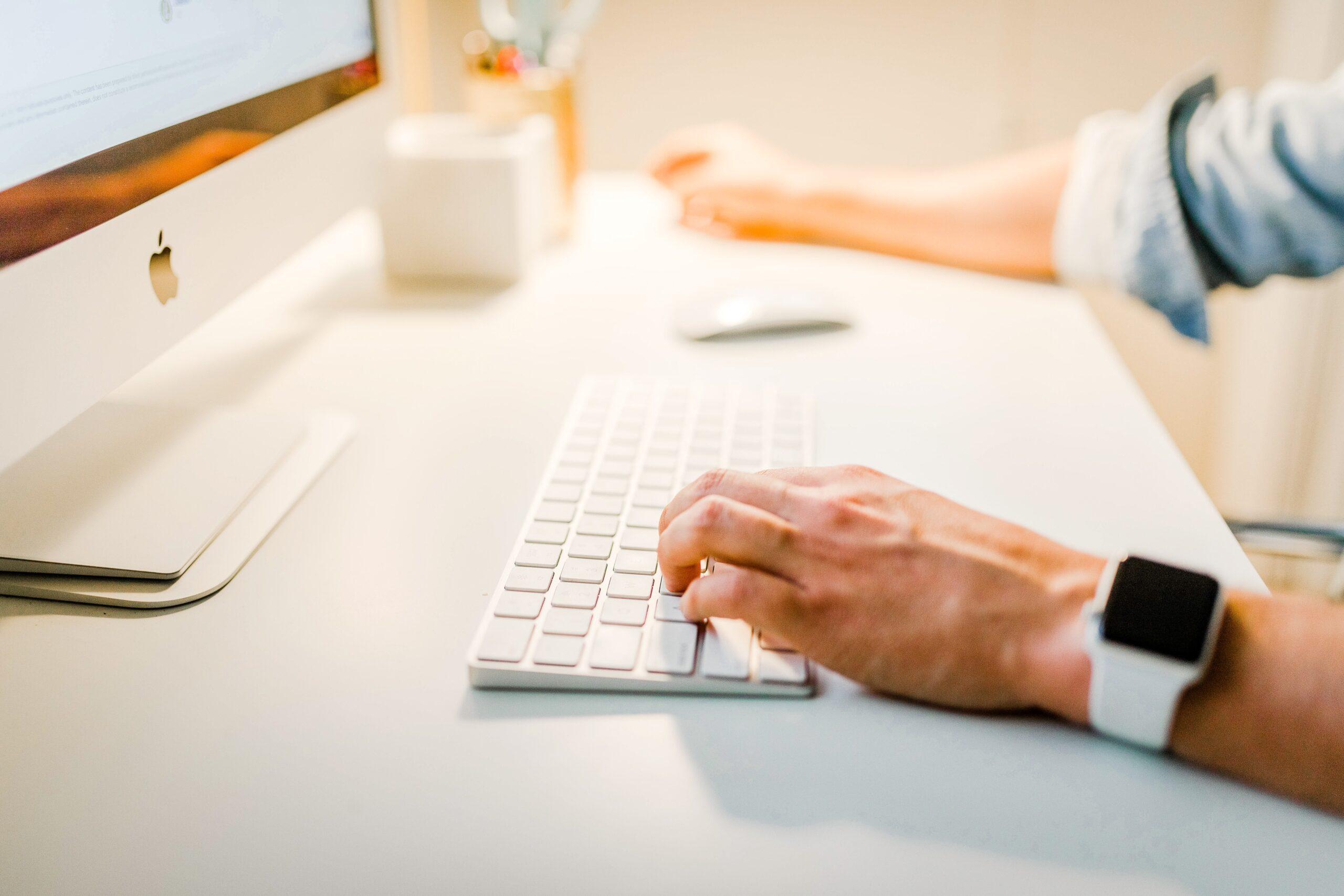 Nawyki liderów – dlaczego wirtualne szkolenia budują je lepiej